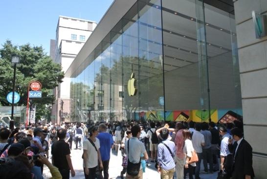 Apple Store表参道のグランドオープンイベントに並びました!